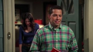 Two and a Half Men 06x06 : It's Always Nazi Week (1)- Seriesaddict